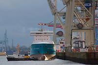 Nordic Hamburg legt am Tollerort an: EUROPA, DEUTSCHLAND, HAMBURG, (EUROPE, GERMANY), 30.12.2012 Der Schlepper Wilhelmine drueckt den Vessel Nordic Hamburg an das Tollerortkai