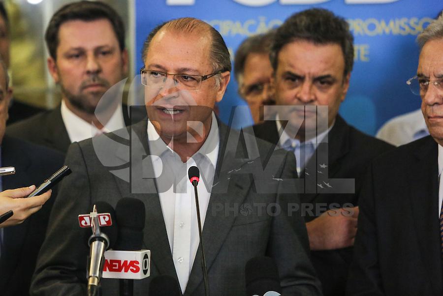 SÃO PAULO, SP, 25 MARÇO 2013 - COLETIVA PSDB CONGRESSO -  O governardor de São Paulo Geraldo Alckmin atende jornalistas no do Congresso do PSDB, na capital paulista, nesta segunda-feira, 25. (FOTO: WILLIAM VOLCOV / BRAZIL PHOTO PRESS).