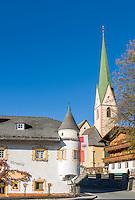 Austria, East-Tyrol, High Tauern National Park, Virgen Valley, Virgen: Restaurant Neuwirt and parish church at village centre   Oesterreich, Osttirol, Nationalpark Hohe Tauern, Virgental, Virgen: Gasthof Neuwirt und spaetgotische Pfarrkirche im Ortszentrum