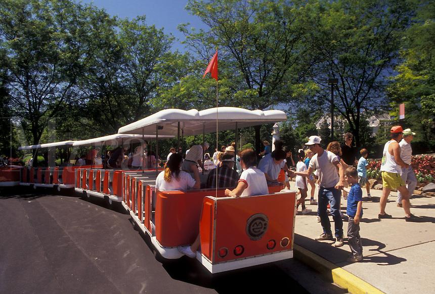 AJ2972, Hershey, Pennsylvania, Hersheypark, Sightseeing train picks up passengers at Hershey Park in Hershey in the state of Pennsylvania.