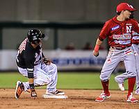 Efren Navarro se Barre en Segunda base , durante partido3 de beisbol entre Naranjeros de Hermosillo vs Mayos de Navojoa. Temporada 2016 2017 de la Liga Mexicana del Pacifico.<br /> © Foto: LuisGutierrez/NORTEPHOTO.COM