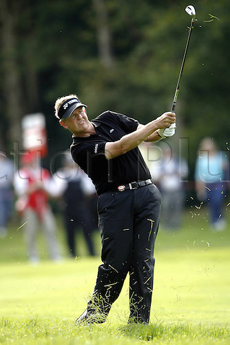 15 September 2006: Scottish golfer Colin Montgomerie (SCOT) looks into the distance after playing an iron from the 17th fairway during his 2nd round match on the 2nd day of the HSBC World Match Play Championship played on the West Course, Wentworth. Photo: Neil Tingle/Action Plus..060915 golf golfer golfers