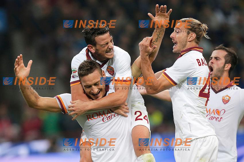 Esultanza dopo il gol Francesco Totti  Roma, Goal Celebration 0-2<br /> Milano 05-10-2013<br /> Stadio Giuseppe Meazza <br /> Football Calcio 2013/2014 Serie A <br /> Inter - Roma<br /> Foto Marco Bertorello Insidefoto