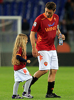 Calcio, Serie A: Roma-Catania. Roma, stadio Olimpico, 5 maggio 2012..Football, Italian serie A: AS Roma vs Catania. Rome, Olympic stadium, 5 may 2012..AS Roma forward Francesco Totti walks on the pitch hand in hand with his daughter Chanel at the end of the match..UPDATE IMAGES PRESS/Riccardo De Luca