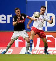 FUSSBALL   1. BUNDESLIGA   SAISON 2013/2014   9. SPIELTAG Hamburger SV - VfB Stuttgart                               20.10.2013 Christian Gentner (li, VfB Stuttgart) gegen Heiko Westermann (re, Hamburger SV)