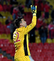 BOGOTA - COLOMBIA - 20 - 02 - 2018: Leandro Castellanos,  portero de Independiente Santa Fe, celebra la victoria sobre Santiago Wanderers, y la clasificación a la siguiente fase al termino del partido de vuelta entre Independiente Santa Fe (COL) y Santiago Wanderers (CHL), de la fase 3 llave 1, por la Copa Conmebol Libertadores 2018, jugado en el estadio Nemesio Camcho El Campin de la ciudad de Bogota. / Leandro Castellanos, goalkeeper of Independiente Santa Fe, celebrates the victory over Santiago Wanderers and the qualifier to the next phas, at the end of a match for the second leg between Independiente Santa Fe (COL) and Santiago Wanderers (CHL), of the 3rd phase key 1, for the Copa Conmebol Libertadores 2018 at the Nemesio Camacho El Campin Stadium in Bogota city. Photo: VizzorImage  / Luis Ramirez / Staff.