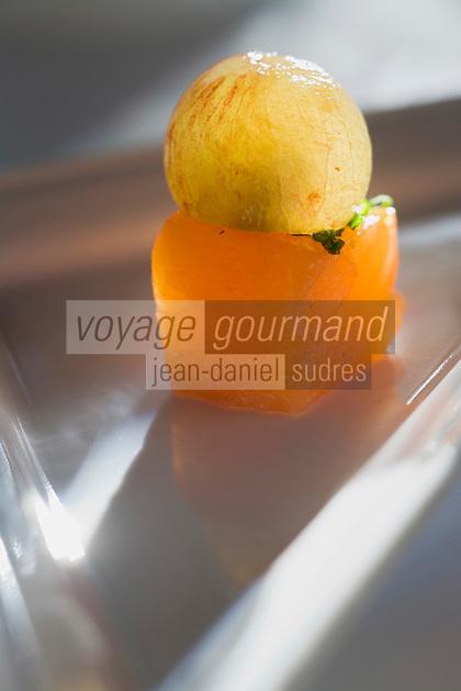"""Europe/France/Normandie/Haute-Normandie/76/Seine-Maritime/Le Havre:  Le cube de saumon et raisin de Muscat Recette de  Jean-Luc Tartarin chef du Restaurant """"La Villa"""""""