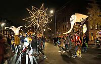 Nederland Amsterdam 2017 . De Super Sint Maarten parade in Amsterdam Oost. Grote lichtsculpturen van Pretvormer.  Foto Berlinda van Dam / Hollandse Hoogte