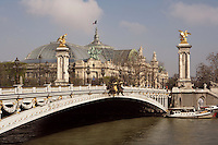 Pont Alexandre III, 1896-1900 for World Expo 1900 to commemorate the French-Russian Alliance of 1892, by the architects J. Cassine-Bernard and G. Cousin and engineers A. Alby and J. Resal, Partial view from the southeast with the Grand Palais in the distance, 1897-1900 for World Expo 1900, by the architects Henri-Adolphe-Auguste Deglane, Louis-Albert Louvet, Albert-Félix-Théophile Thomas and Charles-Louis Girault, 8th arrondissement, Paris, France Picture by Manuel Cohen