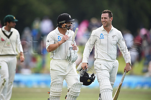 23.02.2016. Christchurch, New Zealand.  BJ Watling and Matt Henry with a 100 run partnership as they head to afternoon tea on Day 4 of the 2nd test match. New Zealand Black Caps versus Australia. Hagley Oval in Christchurch, New Zealand. Tuesday 23 February 2016.