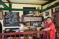 """Europe/France/Aquitaine/64/Pyrénées-Atlantiques/Pays Basque/ Bidart: Phillippe Hypolite dans son restaurant """"La Cucaracha"""""""