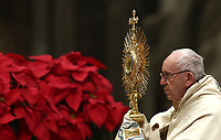 Papa Francesco innalza l'ostensorio durante i Primi Vespri e Te Deum in ringraziamento per l'anno trascorso, nella Basilica di San Pietro, Citta' del Vaticano, 31 dicembre 2018.<br /> Pope Francis holds a monstrance as he celebrates the new year's eve Vespers and Te Deum prayer in Saint Peter's Basilica at the Vatican, on December 31, 2018.<br /> UPDATE IMAGES PRESS/Isabella Bonotto<br /> <br /> STRICTLY ONLY FOR EDITORIAL USE
