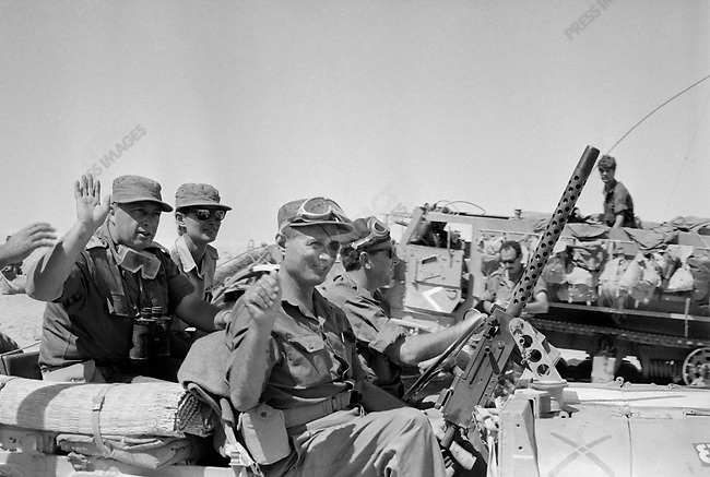 Six Day War: from left to right : Ariel Sharon, Yaël Dayan and Moshe Dayan, June 1967