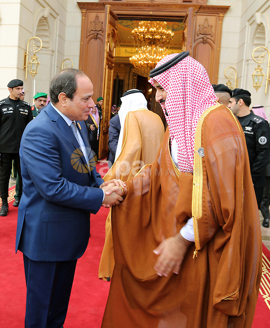 Palestinian Prime Minister, Rami Hamdallah, meets with Saudi King Salman bin Abdulazizl, in the West Bank city of Ramallah, on November 11, 2015. Photo by Prime Minister Office