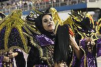 SÃO PAULO,SP, 08.02.2016  CARNAVALSP  Integrantes da escola de samba  Independente Tricolor durante desfiles do grupo de acesso do Carnaval de São Paulo no  Sambódromo do Anhembi na região norte da capital paulista na madrugada deste  segundafeira, 08. (Foto: Marcio Ribeiro /Brazil Photo Press/Folhapress)
