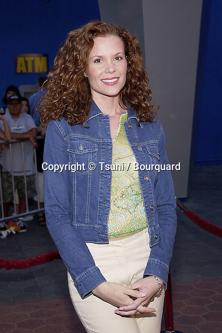 Robyn Lively arriving at the Jurassic Park 3-screening for a new setting for people with visual or audio impairments - . The screening was at the Universal City Walk in Los Angeles. July 24, 2001  © Tsuni          -            LivelyRobyn_06.jpg