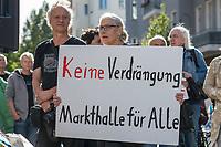 """Am Samstag den 14. September 2019 protestierten ca. 200 Menschen in Berlin Kreuzberg unter dem Motto """"Kiezmarkthalle statt Luxus-Food-Halle"""" vor der Markthalle 9 gegen die geplante Schliessung des Aldi-Supermarkt in der Markthalle. Die Betreiber wollen den Discounter nicht mehr als Konkurrenz fuer die z.T. Luxushaendler in der Markthalle haben und dies obwohl 2011 im Kaufvertrag eine sozialvertraegliche Einkaufsstruktur fuer den Kiez vereinbart wurde.<br /> 14.9.2019, Berlin<br /> Copyright: Christian-Ditsch.de<br /> [Inhaltsveraendernde Manipulation des Fotos nur nach ausdruecklicher Genehmigung des Fotografen. Vereinbarungen ueber Abtretung von Persoenlichkeitsrechten/Model Release der abgebildeten Person/Personen liegen nicht vor. NO MODEL RELEASE! Nur fuer Redaktionelle Zwecke. Don't publish without copyright Christian-Ditsch.de, Veroeffentlichung nur mit Fotografennennung, sowie gegen Honorar, MwSt. und Beleg. Konto: I N G - D i B a, IBAN DE58500105175400192269, BIC INGDDEFFXXX, Kontakt: post@christian-ditsch.de<br /> Bei der Bearbeitung der Dateiinformationen darf die Urheberkennzeichnung in den EXIF- und  IPTC-Daten nicht entfernt werden, diese sind in digitalen Medien nach §95c UrhG rechtlich geschuetzt. Der Urhebervermerk wird gemaess §13 UrhG verlangt.]"""