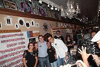 SAO PAULO, SP, 21 DE AGOSTO DE 2012 - ELEICOES 2012 - O candidato a prefeitura da cidade, Gabriel Chalita (PMDB), faz caminhada na Rua Jose Paulino, no bairro do Bom Retiro, zona central da cidade, nesta manha de terca-feira,21. FOTO RICARDO LOU - BRAZIL PHOTO PRESS