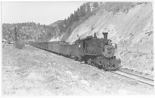 Wide angle engineer side view of RGS #20 leaving Leonard with a southbound freight containing 21 cars.<br /> RGS  Leonard, CO  Taken by Perry, Otto C. - 9/27/1942