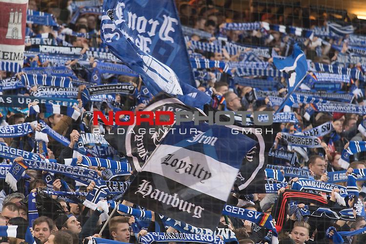 22.04.2016, Volksparkstadion, Hamburg, GER, 1.FBL. Hamburger SV vs Werder Bremen , im Bild<br /> <br /> HSV Fans beim Nordderby sorgen f&uuml;r Stimmung<br /> <br /> Foto &copy; nordphoto / Kokenge
