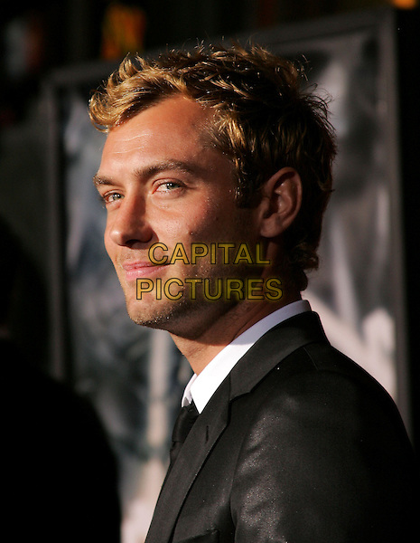"JUDE LAW.Paramount Pictures World Premiere of ""Sky Captain and the World of Tomorrow"" held at The Mann's Chinese Theatre in Hollywood, California .September 14th, 2004.headshot, portrait, stubble.www.capitalpictures.com.sales@capitalpictures.com. Copyright 2004 by Eastman"