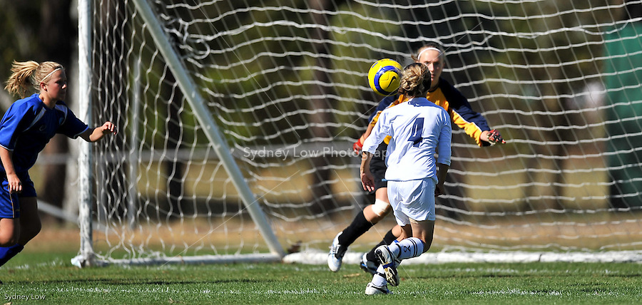 Day 5 of competition at the 2009 National Junior Championships, Canberra for U13 boys and U14 girls soccer players. Victorian under 14 girls team versus ACT. 16 April 2009. Photo Sydney Low. All rights reserved.
