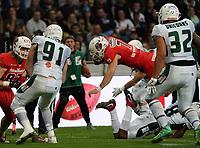 QB Brandon Cornette (Braunschweig Lions) überbrückt das fehlende Yard selbst - 12.10.2019: German Bowl XLI Braunschweig Lions vs. Schwäbisch Hall Unicorns, Commerzbank Arena Frankfurt