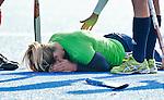ARNHEM - Hockey oefeninterland tussen de vrouwen van Nederland en Duitsland (5-0). Kim Lammers blesseert haar enkel en verlaat het veld. FOTO KOEN SUYK