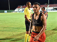 MONTERIA - COLOMBIA, 20-08-2018: Wilson Morelo, jugador de Santa Fe, abandona el campo de juego después del partido entre Jaguares de Córdoba y Independiente Santa Fe por la fecha 5 de la Liga Águila II 2018 jugado en el estadio Municipal de Montería. / Wilson Morelo, player of Sante Fe, leaves the field after the match between Jaguares of Cordoba and Independiente Santa Fe for the date 5 of the Liga Aguila II 2018 at the Municipal de Monteria Stadium in Monteria city. Photo: VizzorImage / Andres Felipe Lopez / Cont