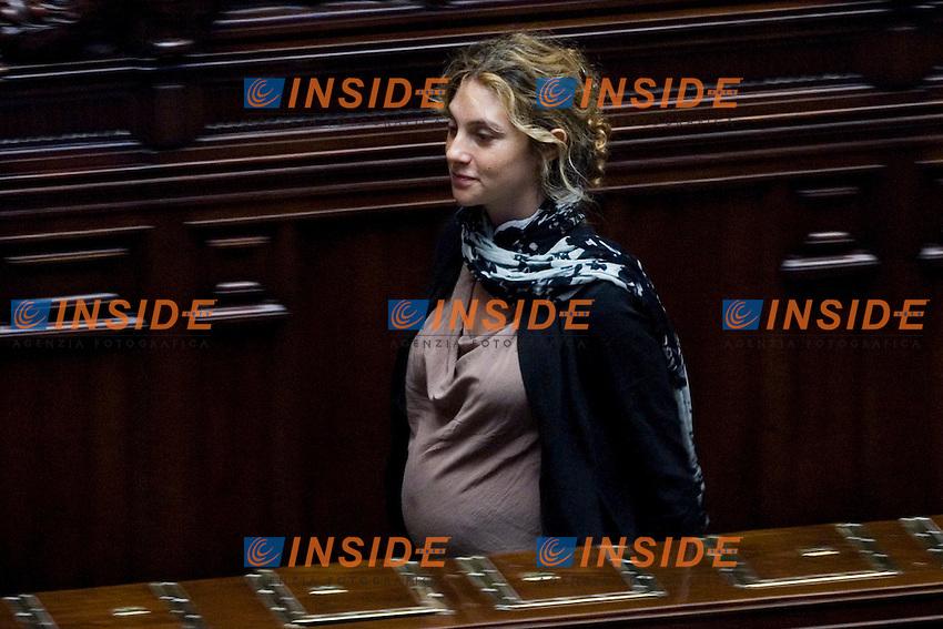 VOTO SULLA MANOVRA ECOMONICA ALLA CAMERA DEI DEPUTATI..LA DEPUTATA DEL PD MARIANNA MADIA INCINTA..ROMA 15 LUGLIO  2011..PHOTO  SERENA CREMASCHI INSIDEFOTO..............................