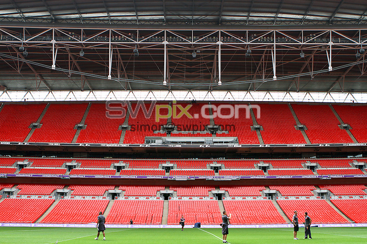 PICTURE BY ALEX WHITEHEAD/SWPIX.COM - Rugby League - Carnegie Challenge Cup 2012 - Leeds Rhinos Wembley Walkabout - Wembley Stadium, London, England - 24/08/12 - Leeds Rhinos players walk-about the pitch.