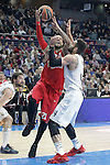 Real Madrid's Jeffery Taylor (r) and Olympimpiacos Piraeus' Daniel Hackett during Euroleague match. January 28,2016. (ALTERPHOTOS/Acero)
