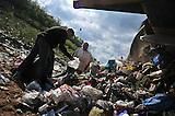 Roma in Serbien arbeiten auf der Müllkippe / Roms in Serbia woks on the dump