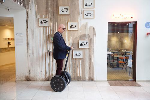 Tel Aviv, Israel, Jan 2014. Le proprietaire de l'hotel Diaghilev ou se trouve un espace appelle Hub tech, ou de jeunes entrepreneurs viennent promouvoir leur idee en profitant de la presence de businessmen de passage a Tel Aviv.