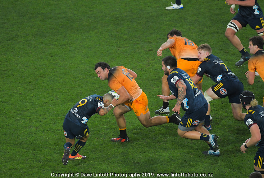 Agustin Creevy runs into Aaron Smith during the Super Rugby match between the Highlanders and Jaguares at Forsyth Barr Stadium in Dunedin, New Zealand on Saturday, 11 May 2019. Photo: Dave Lintott / lintottphoto.co.nz