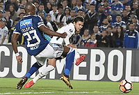 BOGOTA - COLOMBIA, 28-02-2018: Felipe Banguero (Izq) jugador de Millonarios de Colombia disputa el balón con Angel Romero (Der) jugador de Corinthians de Brasil durante partido por la fecha 1, grupo 7, de la CONMEBOL Libertadores 2018 jugado en el estadio Nemesio Camacho El Campin de la ciudad de Bogotá. / xxx (L) player of Millonarios of Colombia fights for the ball with xxx (R) player of Corinthians of Brazil during match for the date 1, group 7, of the CONMEBOL Libertadores 2018 played at Nemesio Camacho El Campin stadium in Bogota city. Photo: VizzorImage / Gabriel Aponte / Staff.