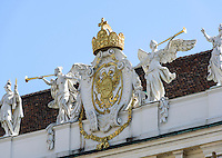 Wappen und Krone des deutschen Kaiser an der Reichskanzlei in der alten Hofburg, Wien, &Ouml;sterreich, UNESCO-Weltkulturerbe<br /> Coat of arms and crown of German Emperor at imperial chancery in old Hofburg, Vienna, Austria, world heritage