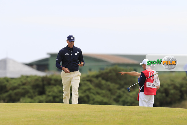 Matt Kuchar (USA) walks to the 15th tee during Monday's Final Round of the 144th Open Championship, St Andrews Old Course, St Andrews, Fife, Scotland. 20/07/2015.<br /> Picture Eoin Clarke, www.golffile.ie
