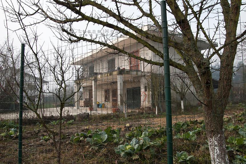 La casa in località Benne nel cui pozzo venne rilevata contaminazione radioattiva nel 2006. Saluggia (Vercelli), 30 novembre 2011...The house, in Saluggia surroundings, which well underwent a radioactive contamination in 2006. Saluggia (Vercelli), September 21, 2011
