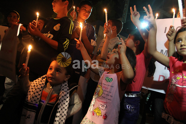Palestinian children light candles during a rally to show solidarity with Palestinian prisoners inside Israeli jails, in Gaza City April 15, 2013. According to a Palestinian prisoners' association, at least 4900 Palestinians remain in Israeli jails. Photo by Naaman Omar