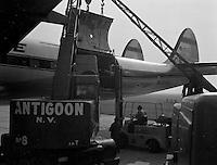 Augustus 1964.  Atlas Copco.   Transport van compressoren via een vliegtuig van Flying Tiger Line op de luchthaven van Deurne.