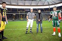 Timo Boll (D) beim Muenzwurf<br /> German Bowl XXXI Berlin Adler vs. Kiel Baltic Hurricanes, Commerzbank Arena *** Local Caption *** Foto ist honorarpflichtig! zzgl. gesetzl. MwSt. Auf Anfrage in hoeherer Qualitaet/Aufloesung. Belegexemplar an: Marc Schueler, Alte Weinstrasse 1, 61352 Bad Homburg, Tel. +49 (0) 151 11 65 49 88, www.gameday-mediaservices.de. Email: marc.schueler@gameday-mediaservices.de, Bankverbindung: Volksbank Bergstrasse, Kto.: 151297, BLZ: 50960101