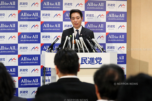 """September 28, 2017, Tokyo, Japan - Japan's main opposition Democratic Party leader Seiji Maehara speaks at the party's lawmakers meeting at the party headquarters in Tokyo on Thursday, September 28, 2017. Democratic Party decided to join the newly founded party """"Kibou no Tou"""" led by Tokyo Governor Yuriko Koike.   (Photo by Yoshio Tsunoda/AFLO) LWX -ytd-"""