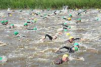 TRIATHLON: HEERENVEEN: 23-05-2015, CLAFIS Triathlon Heerenveen, Start van de Olympische klasse, winnaar Omar Brons, ©foto Martin de Jong
