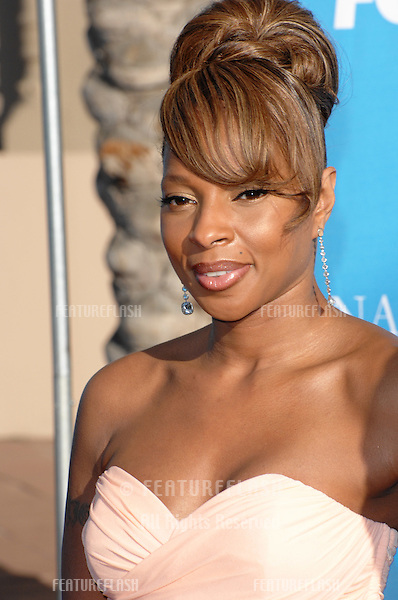 Mary J. Blige at the 38th NAACP Image Awards at the Shrine Auditorium, Los Angeles. .March 3, 2007  Los Angeles, CA.Picture: Paul Smith / Featureflash