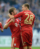 FUSSBALL   1. BUNDESLIGA  SAISON 2012/2013   4. Spieltag FC Schalke 04 - FC Bayern Muenchen      22.09.2012 Jubel nach dem Tor Thomas Mueller und Holger Badstuber (v. li., FC Bayern Muenchen)