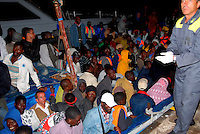 Lampedusa / Italia - 22 giugno 2011.Due barche con 400 immigrati giunti nella notte al porto dell'isola di Lampedusa scortati da una motovedetta della Guardia Costiera. Gli immigrati provengono dalla Libia e varie zone dell'Africa sub-Sahariana..Foto Livio Senigalliesi..Lampedusa Italy - June 22 2011.More than 400 immigrants, including women and children, landed on the southern Italian island of Lampedusa overnight..The migrants, believed to be from countries in sub-Saharan Africa, arrived on two boats that are believed to have left from the Libyan coast..Photo Livio Senigalliesi..Lampedusa island / Italia .Boat with 200 immigrants arrives in Lampedusa island