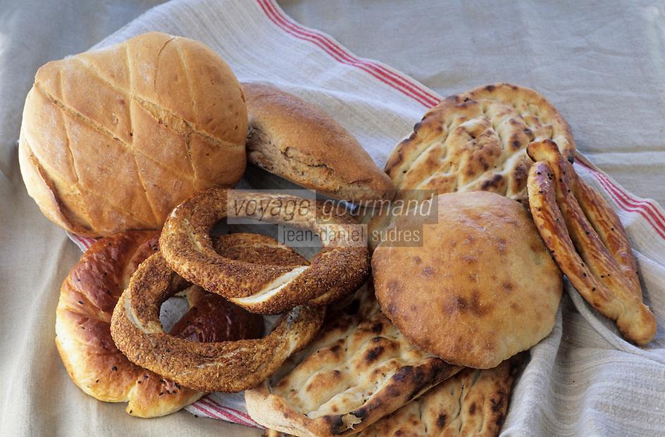 """Europe et Asie /Turquie/Istanbul: Restaurant """"Zeyrekhane"""" Quartier Unkapani - choix de pains"""