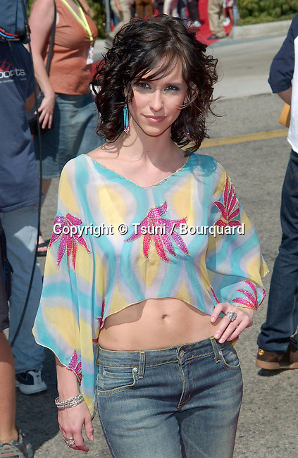 Jennifer Love Hewitt arrives at the Teen Choice Awards 2002 held at the Universal Amphitheatre in Los Angeles, Ca., August 4, 2002.            -            HewittJenniferLove01D.jpg