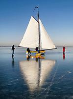 Nederland Monnickendam  2009.  IJszeilen op de Gouwzee.  Foto Berlinda van Dam / Hollandse Hoogte